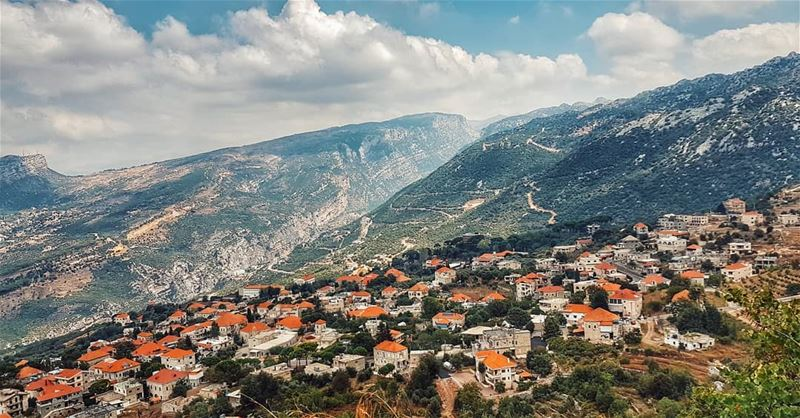 Isn't it an  amazingview? 🏡 amazingviewsoflebanon  livelovedouma ....... (Douma, Liban-Nord, Lebanon)